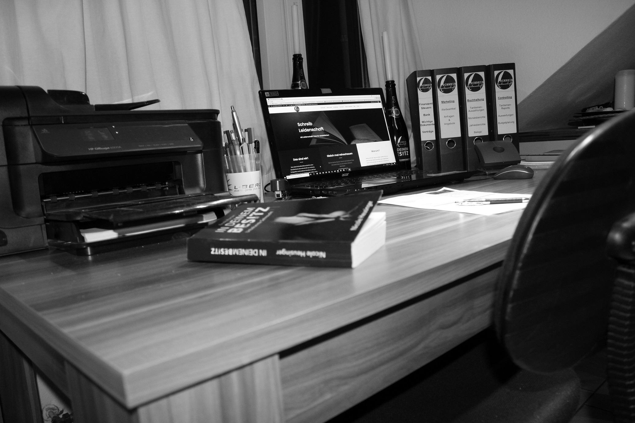 Geburt & Wachstum - Schreibtisch